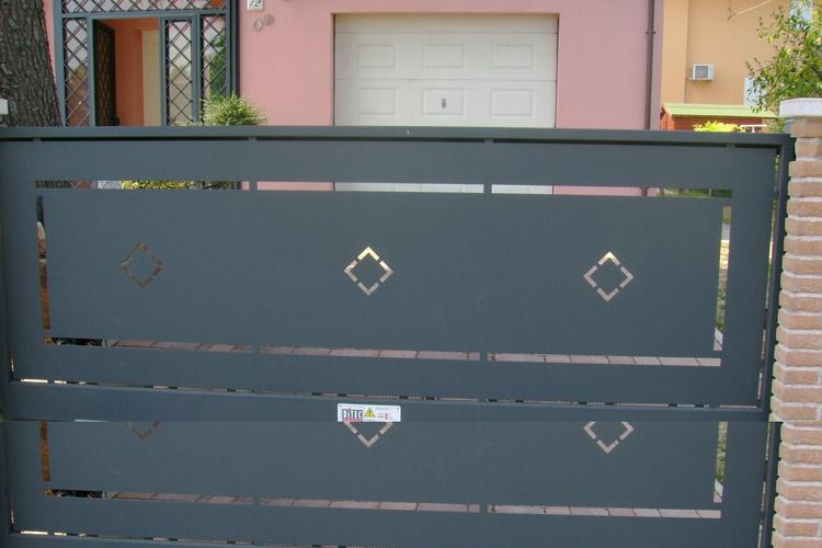 Popolare Cancelli scorrevoli in metallo su misura, produzione inferriate  XT98